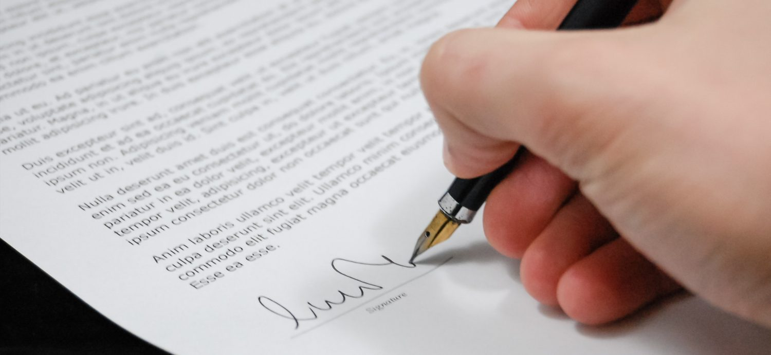 close-up-document-fountain-pen-48148 banner wide